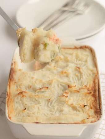 This easy healthy fish pie makes for an excellent weekday family dinner for 4 and can be on the table in just one hour. It's packed full of protein and each tasty serving comes in at less than 400 calories!