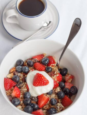 This healthy home-made granola is so easy to make. There's only 222 calories per portion and with 8 portions there's plenty to last you all week. It's delicious with skimmed milk or Greek yogurt, topped strawberries or blueberries!