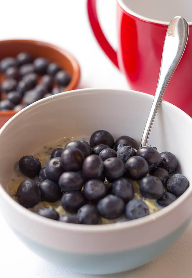 Porridge with blueberries and almonds is a tasty breakfast made from traditional porridge oats. It's a simple perfect start to the day. Packed full of fibre and energy, it keeps you fuller for longer!