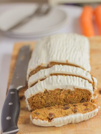 This gluten free carrot and sultana cake is a deliciously simple and sweet tasting delight. With a beautifully moist texture and a light cinnamon taste it's then topped with a smooth and dreamy no fat cream cheese topping. You'll love this, especially at only 189 calories per slice!