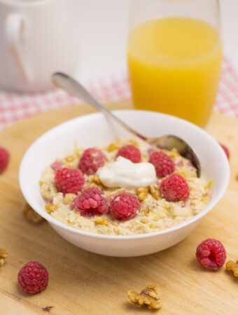 For this raspberry bircher overnight oats recipe, fresh raspberries are combined with naturally sweet apple juice giving a wonderfully satisfying sweet taste that will have you smiling away at the start of your day.
