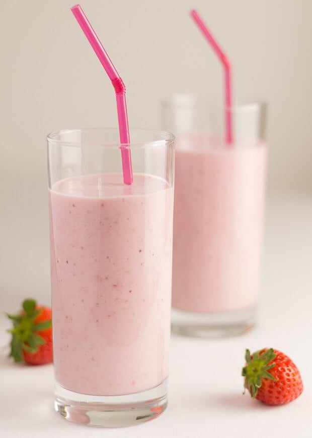 Healthy strawberries and cream smoothie is a deliciously creamy, smooth and naturally sweet breakfast smoothie. Made with only 4 ingredients and no actual cream. How cool is that?