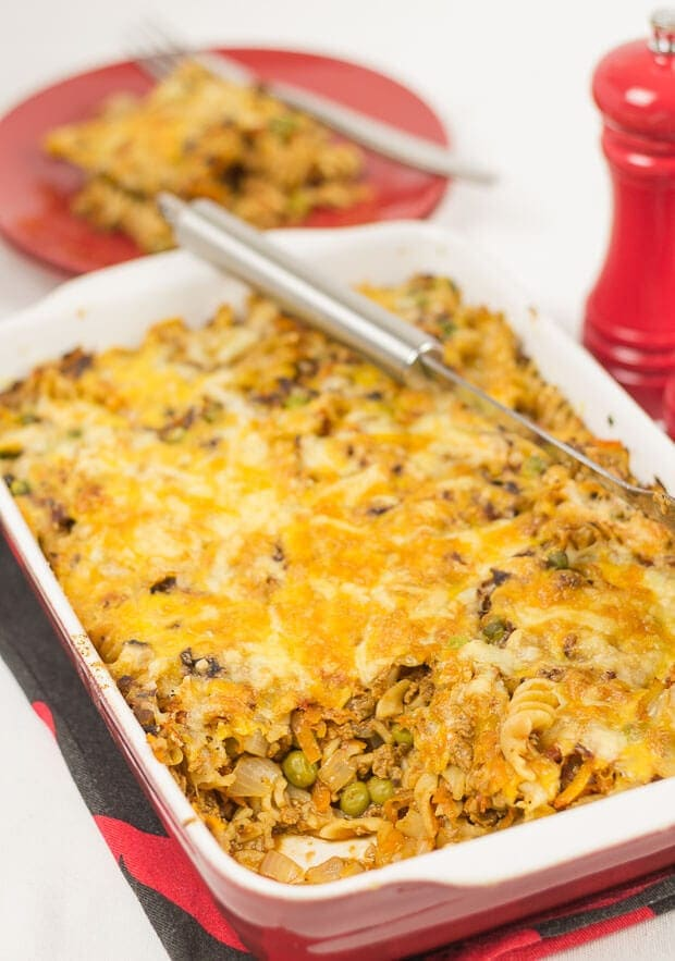 This super easy vegetarian quorn pasta bolognese bake takes just under an hour to prepare and can serve up to six people. Packed with healthy wholegrain fusilli pasta, vegetables and spices then topped with a cheesy crust you can bet it's a bake all the family will love.