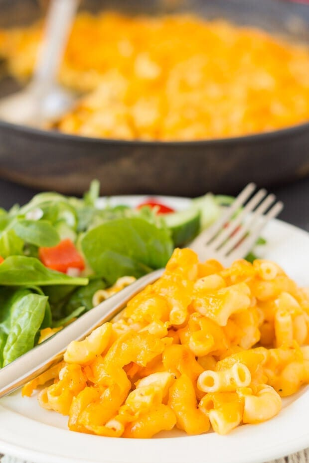 Skillet baked macaroni and cheese. The delicious classic comfort food easily made into a quick healthy meal for 4 with less washing up!