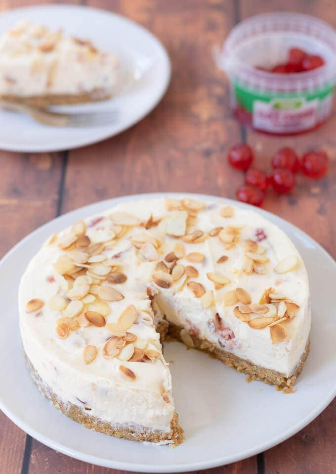 This no bake cherry bakewell cheesecake recipe is really simple to make. It has all the classic flavours of a bakewell tart and is perfect for entertaining!