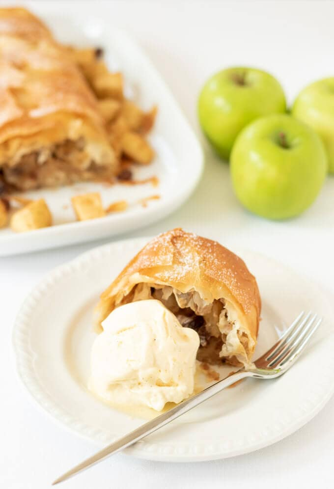 Sugar free easy apple strudel has all the flavours of a strudel dessert but it's less effort to make. Made with filo pastry and stevia this is a delicious healthier apple strudel recipe!